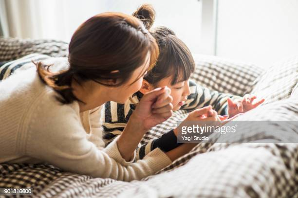 母と娘の演奏部屋デジタル タブレットを