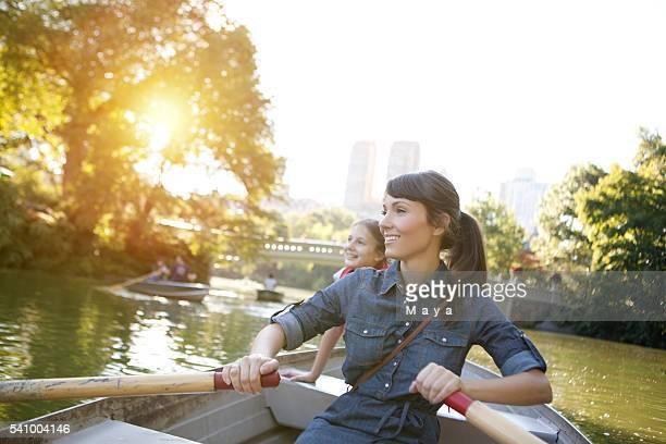 Mère et fille de bateau d'aviron