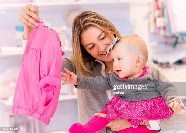 Mutter und Tochter-shopping