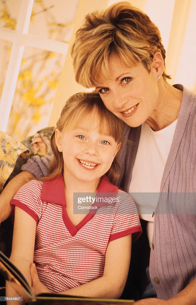 Mother and daughter sitting together : Stockfoto
