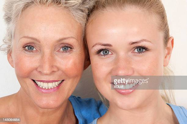 mother and daughter smiling together - side by side stock pictures, royalty-free photos & images