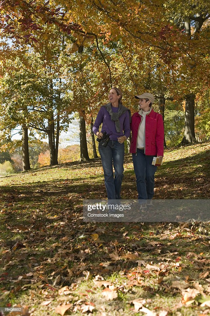 Mother and daughter walking outdoor : Stockfoto