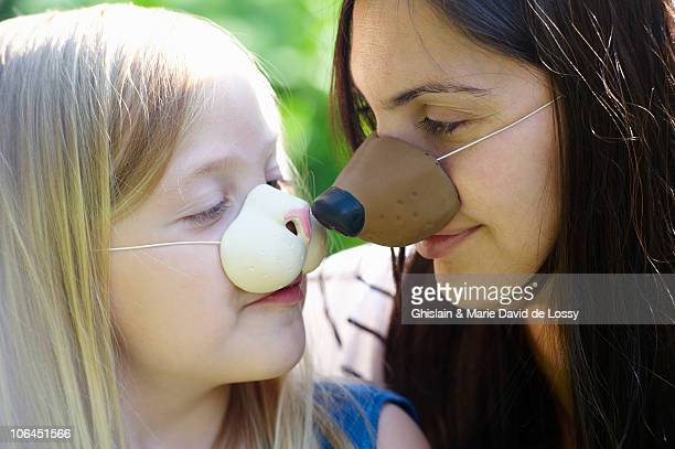mother and daughter wearing masks - nose mask stock pictures, royalty-free photos & images