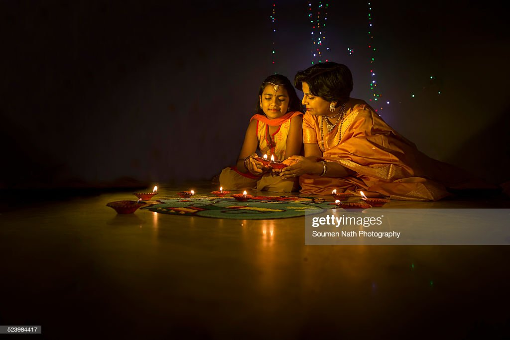 Mother and daughter with Diyas on Diwali : Foto de stock