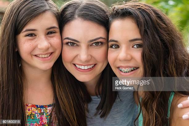 mother and daughters smiling outdoors - fille de 12 ans photos et images de collection
