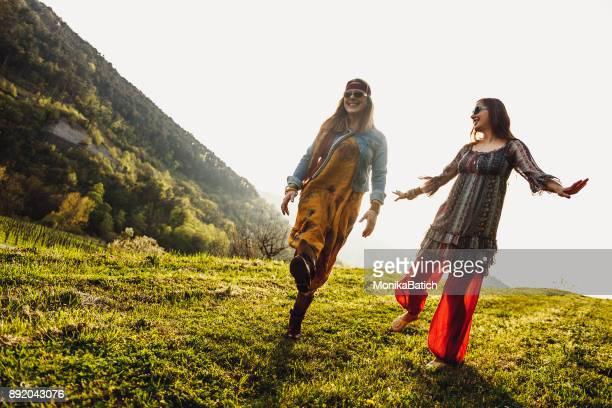 mãe e filha dançando - vida simples - fotografias e filmes do acervo