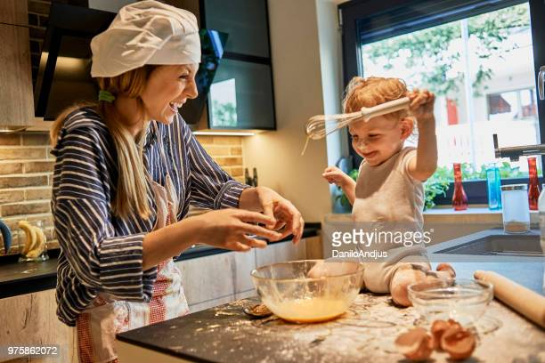 mother and her baby having fun cooking together - sugar baby imagens e fotografias de stock
