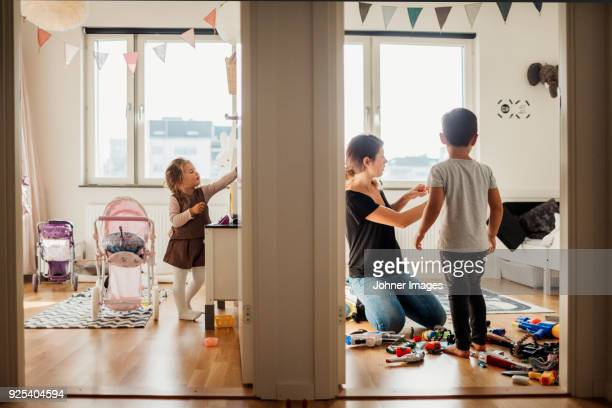 mother and kids cleaning house - chores stock pictures, royalty-free photos & images