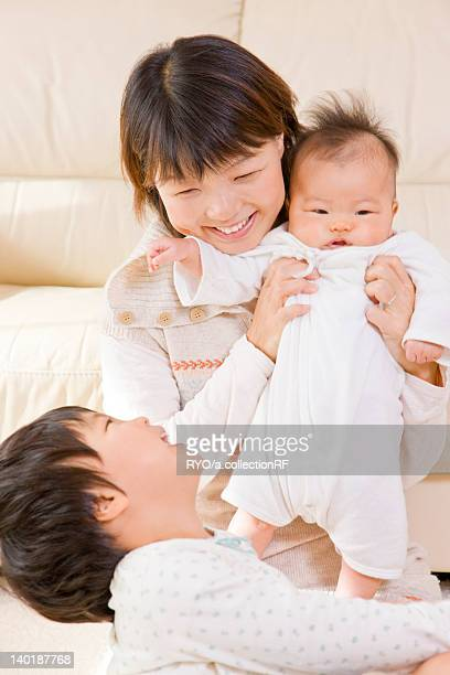 mother and kids smiling - 吹田市 ストックフォトと画像