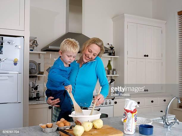 mother and son baking - didier gentil photos et images de collection