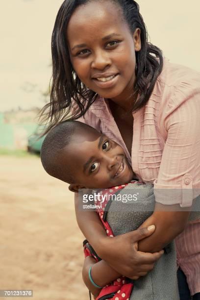 母と息子の東アフリカ - キガリ ストックフォトと画像