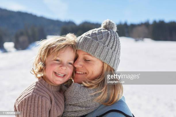 mother and son enjoying day out in snow - winter stock-fotos und bilder