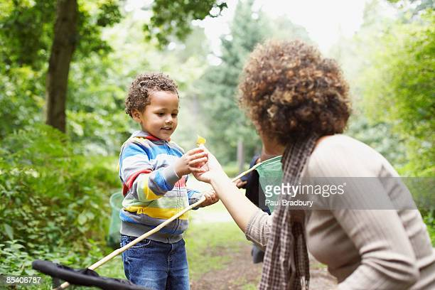 mother and son exploring park - beauty in nature stock pictures, royalty-free photos & images