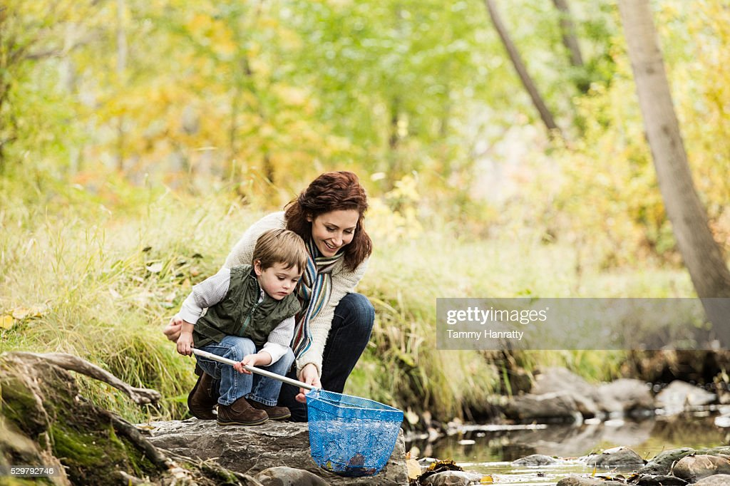 Mother and son (4-5) fishing in mountain stream : Foto stock