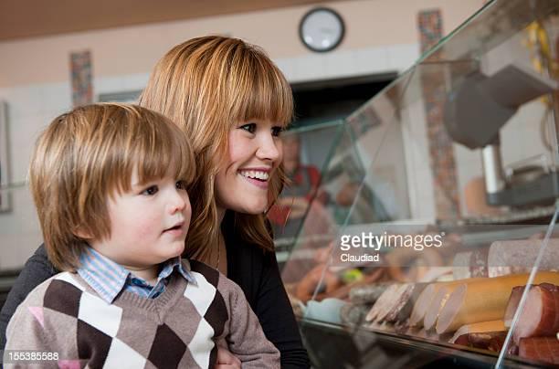 Mutter und Sohn in den Schlächtern shop
