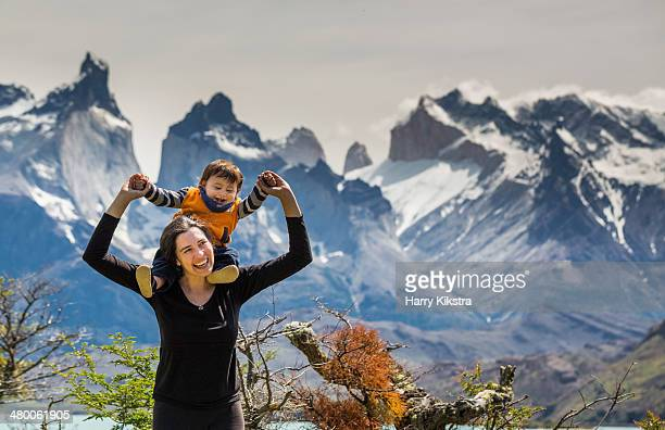 mother and son in patagonia - chile fotografías e imágenes de stock