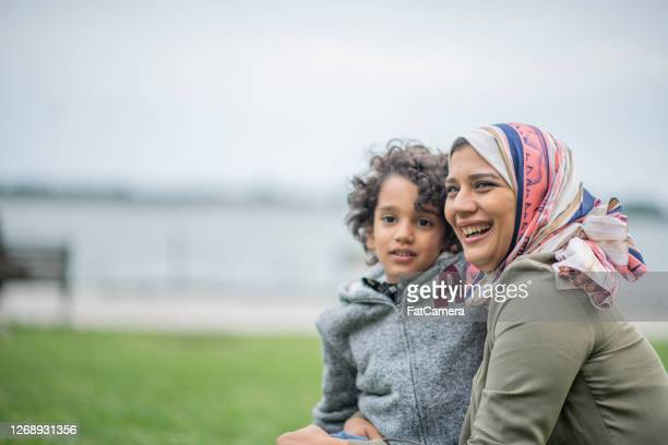 mother and son in the city - refugee stock pictures, royalty-free photos & images