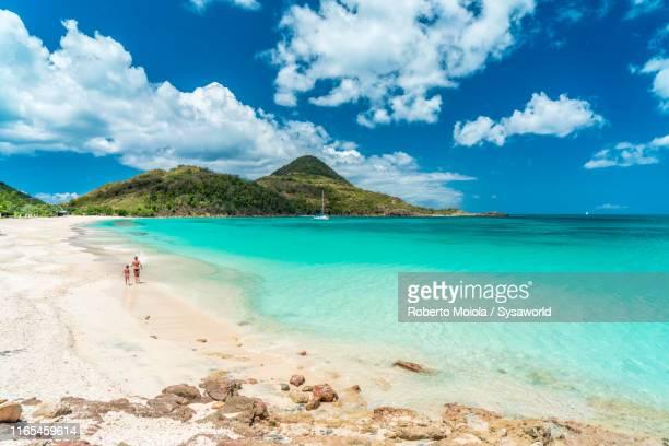 mother and son on tropical sand beach, caribbean - islas mauricio fotografías e imágenes de stock