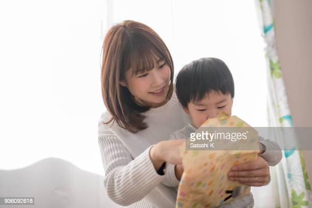 母と息子オープニング ギフト新しい赤ちゃんのため