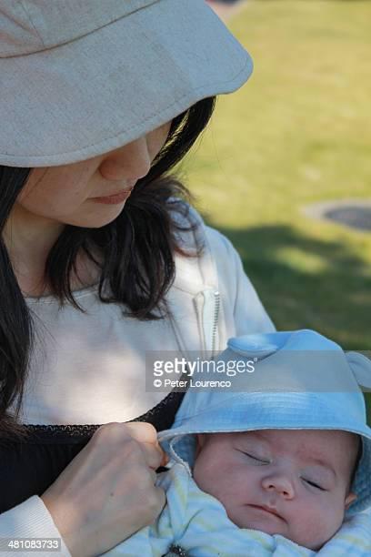 mother and son - peter lourenco stockfoto's en -beelden