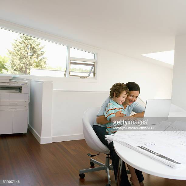 mother and son using laptop computer - hitech mod a stock pictures, royalty-free photos & images