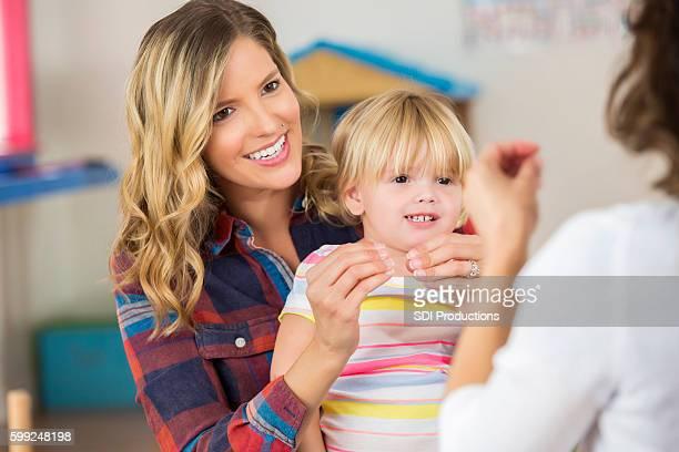 mother and toddler daughter practice sign language - gebaren stockfoto's en -beelden