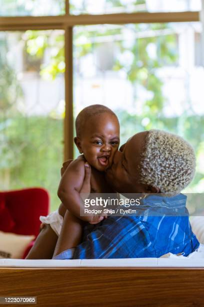 mother and toddler happy at home - bleached hair stock pictures, royalty-free photos & images