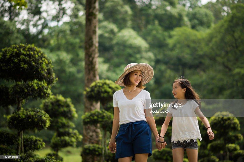 Mutter mit Tochter preteen kleben : Stock-Foto