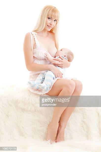 madre l'allattamento al seno il suo bambino - 2 5 mesi foto e immagini stock