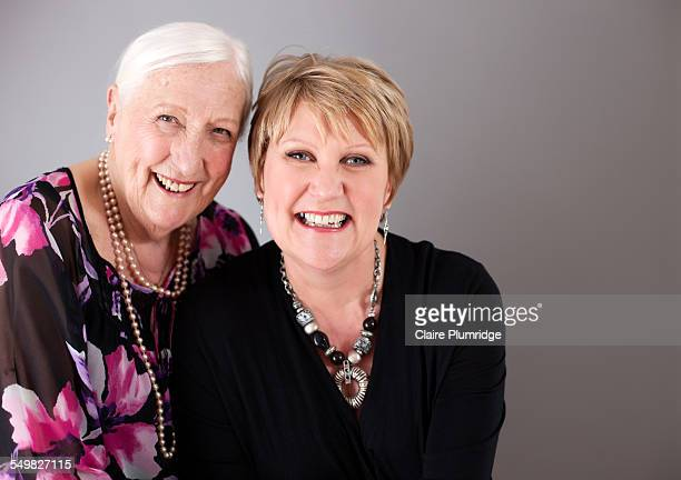 mother & daughter photoshoot - newbury england stock pictures, royalty-free photos & images