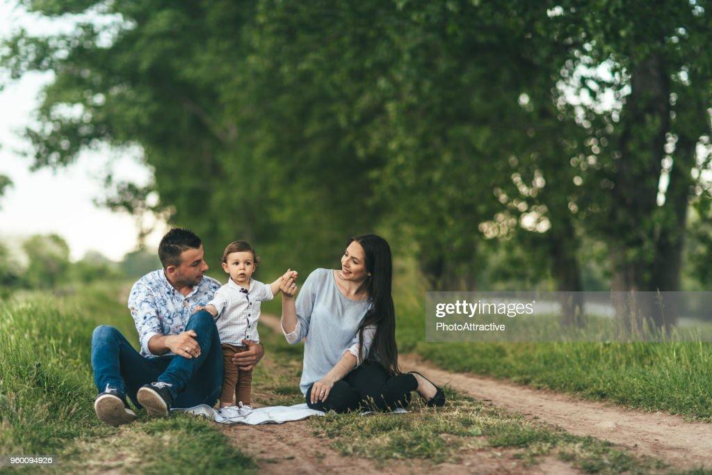 Mutter, Vater und Sohn, die Zeit im Freien : Stock-Foto