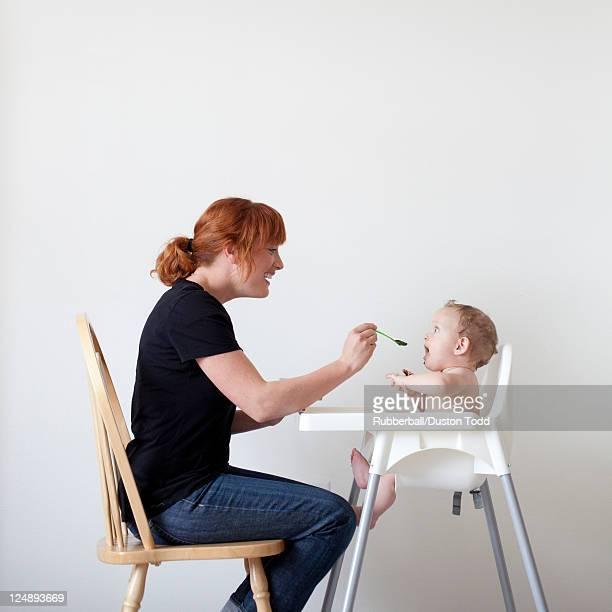 Mutter Füttern Ihr baby (6-11 Monate
