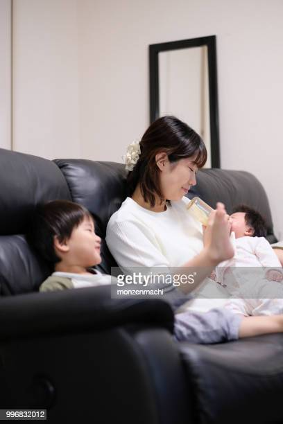 mother feeding milk to baby - japanese breastfeeding stock pictures, royalty-free photos & images