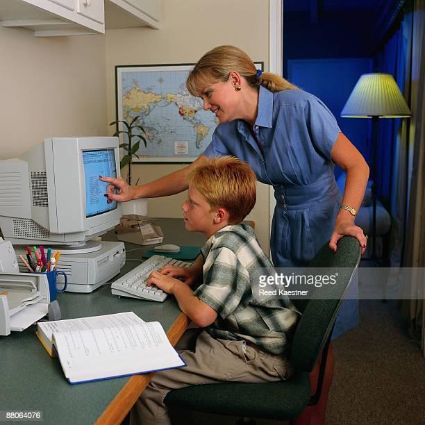 mother helping son at computer - 1990 1999 fotografías e imágenes de stock