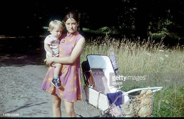mother holding baby - alemania del este fotografías e imágenes de stock