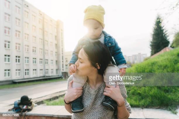 Madre con niño en el Parque