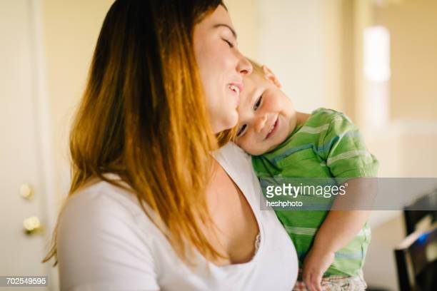 mother holding young son, smiling - heshphoto - fotografias e filmes do acervo