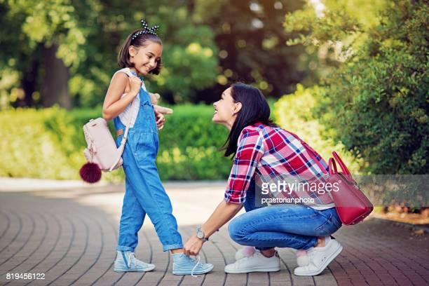 Moeder is koppelverkoop schoenveters van haar geliefde dochter