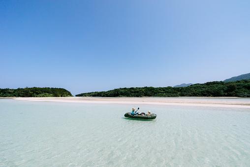Mother paddling kayak with child on tropical lagoon water, Ishigaki Island, Japan - gettyimageskorea
