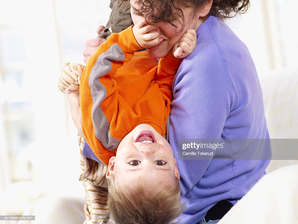 Mother playing with baby boy (18 months) at home, child looking at camera : Foto stock