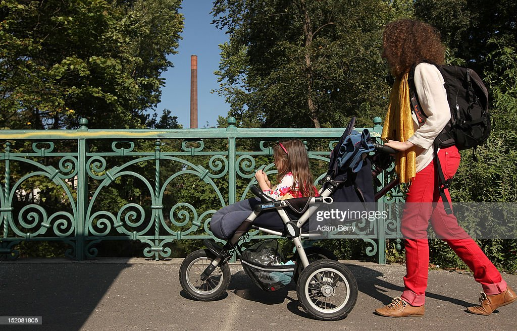 Germany Debates Home Day Care Subsidy : News Photo