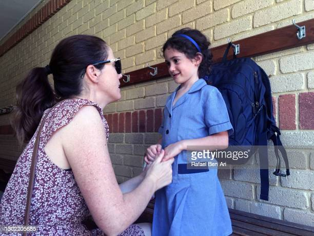 mother saying goodby to her young daughter before going to school - rafael ben ari - fotografias e filmes do acervo