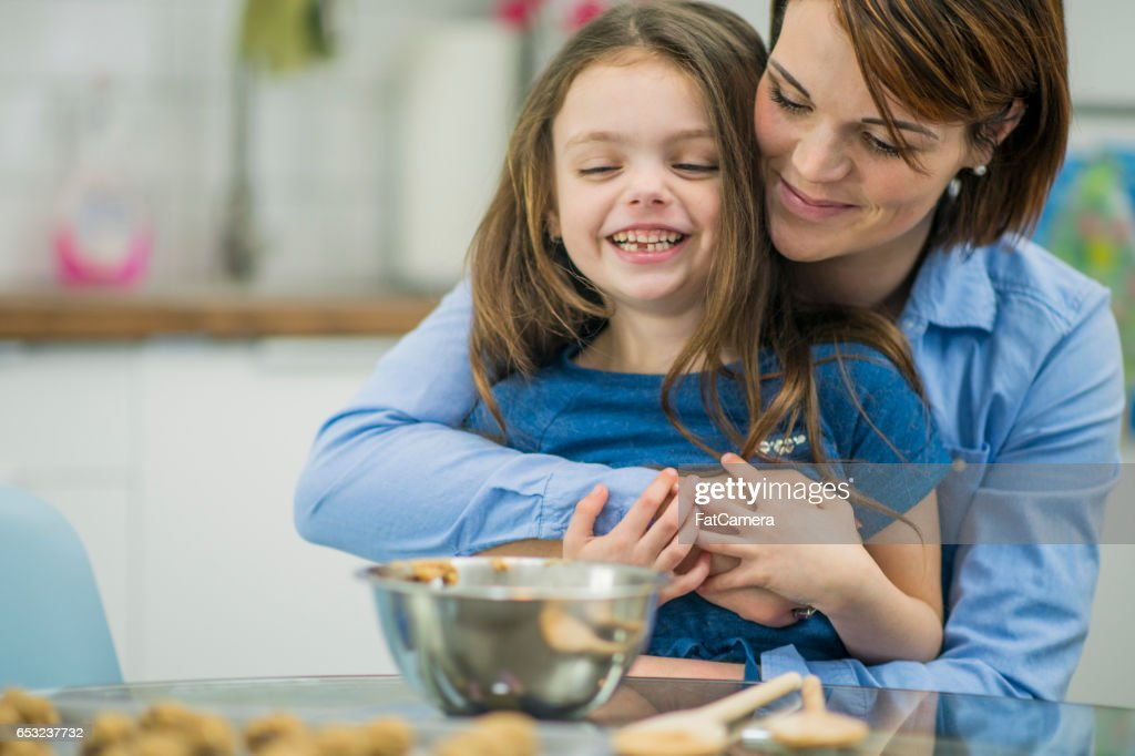 Mother Teaching Her Daughter Hoe to Bake : Stock Photo