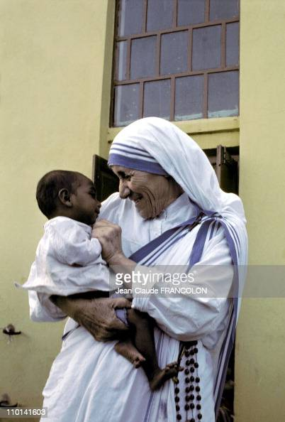 Mother Teresa and the poor in Calcutta, India in October ... Mother Teresa With The Poor