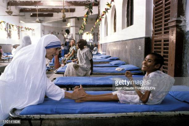mother-teresa-helping-the-sick