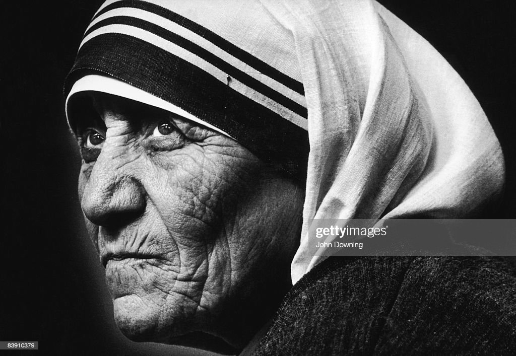 Mother Teresa of Calcutta (1910 - 1997) visits St James' Church in Piccadilly, London, 8th July 1981.