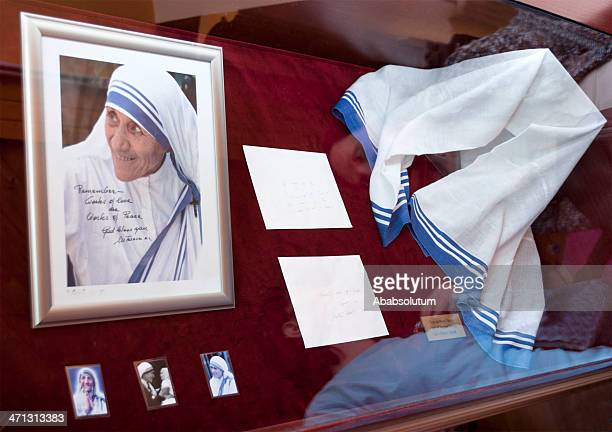 マザー・テレサの写真と彼女の Sari