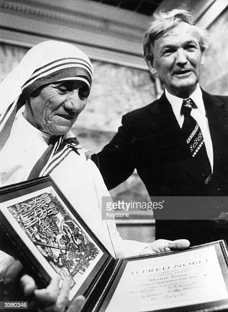 Mother Teresa receiving the Nobel Peace Prize on December 11 1979 in Oslo Norway