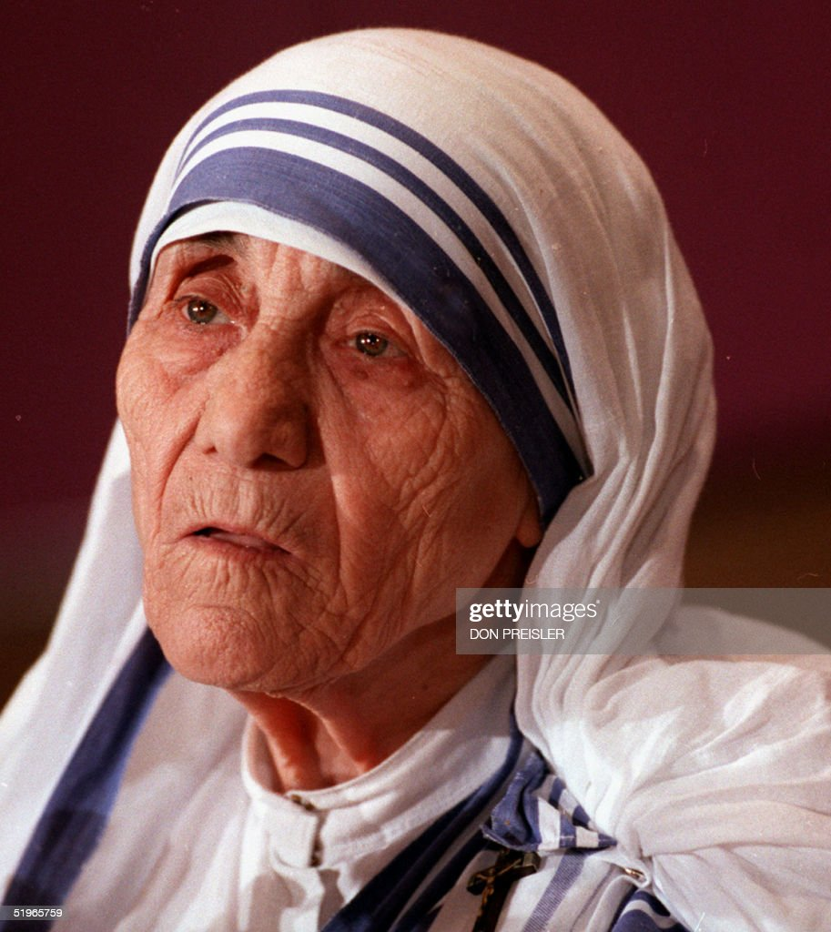 Mother Teresa, the Roman Catholic nun who won the Nobel Peace Prize for her work with Calcutta's poor, speaks at a press conference in Washington, DC 13 June 1986 about her work with children, lepers and AIDS victims. She was the guest speaker at an international health awards luncheon. Mother Teresa died 05 September 1997 in India at the age of 87.AFP PHOTO/ Don PREISLER