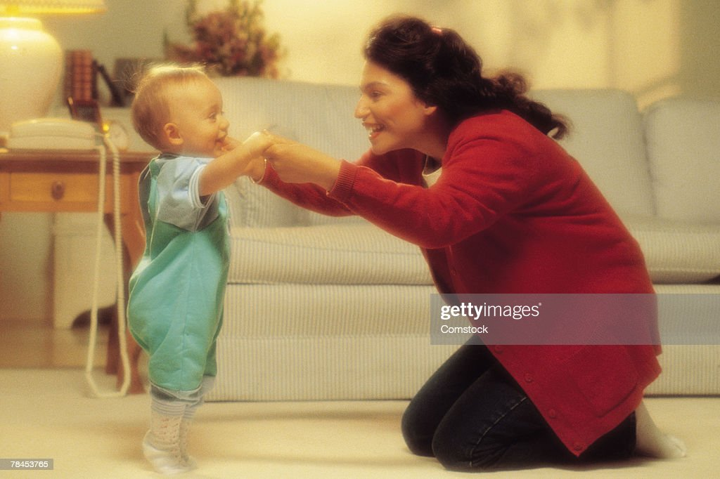 Mother with baby taking first steps : Stockfoto